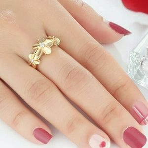 NEW 18K GOLD PLATED FLOWER RING(HP 6/21)